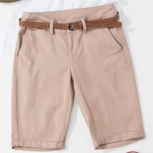 Bermuda shorts with belt in Khaki